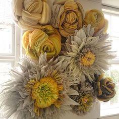Autumn colours ( -last summer, though) created last year for @janekoenig @janekoenigprivat  Work in progess back then at the studio Hope you're enjoying your Friday #windowdisplay #windowdressing #windowdecoration #visualmerchandisingart #visualmerchandising #paperart #paperflowers