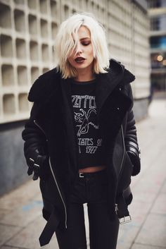 Womenswear | Fashion idea | Rock | Street style | Grunge Girl | Blonde hair | Dark lipstick