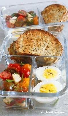 Caprese with Garlic Toast Lunch Box - Kitchen @ Hoskins Quick Healthy Lunch, Healthy Lunches For Work, Work Meals, Healthy Meal Prep, Work Lunches, Easy Healthy Lunch Ideas, Healthy Choices, Healthy Food, Healthy Dishes