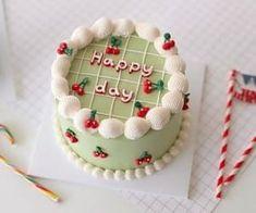 cute, food 그리고 aesthetic We Heart It의 이미지 Pretty Birthday Cakes, Pretty Cakes, Beautiful Cakes, Amazing Cakes, Cake Birthday, Birthday Cake Decorating, Funny Birthday, Simple Cake Designs, Korean Cake