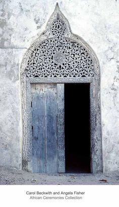 Traditional Islamic wooden door, carved with floral motifs in Arabic style, Mogadishu, Somalia. Cool Doors, Unique Doors, Islamic Architecture, Architecture Details, Architecture Background, Entrance Doors, Doorway, Door Knockers, Door Knobs