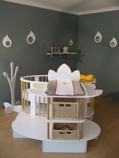 Divers on pinterest bebe changing tables and nurseries - Chambre bebe lit commode ...