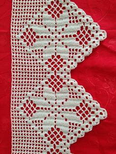 "Bico de crochê ""Filet Crochet Snowflake Edging - - - Big picture, look hard enough and maybe figure out"", ""Filet crochet lace edging with flowers and po Filet Crochet, Crochet Lace Edging, Crochet Borders, Crochet Stitches Patterns, Crochet Chart, Thread Crochet, Crochet Trim, Love Crochet, Crochet Designs"