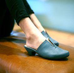 Blue jeans clogs Denim clogs blue shoes summer by LieblingShoes
