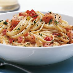 Making this tonight! Pasta with a Salmon-Tomato-Sour Cream sauce topped with fresh Dill. (Recipe in German)