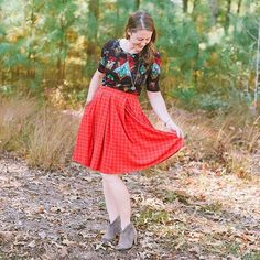 Pairing the LuLaRoe Madison skirt with a Julia dress at tunic length--I love how the fit of Julia balances out with the fullness of Madison's box-pleated goodness! #lularoemadison #lularoejulia #patternmixing #lularoemeggregory