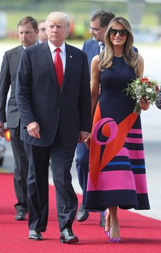 Donald, and Melania Trump, maintain a relationship despite a 24 year age-span Fashion Fail, Funny Fashion, Fashion Photo, Estilo Fashion, Ideias Fashion, Moda Fail, Milania Trump Style, Donald Trump Funny, First Ladies
