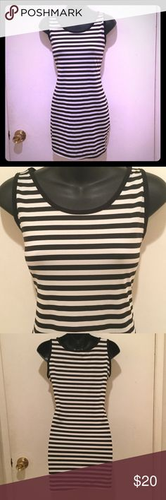 🚩GOING2DONATE🚩Black & White Striped Dress 10/10 condition. When I first got this dress, it didn't have any type of attached sizing or material tags on it. This dress is stretchy and a cool, breathable material perfect for the summer heat! I'd say a size Medium/Large would fit best in this dress. ***TRADE VALUE $15*** Dresses Midi