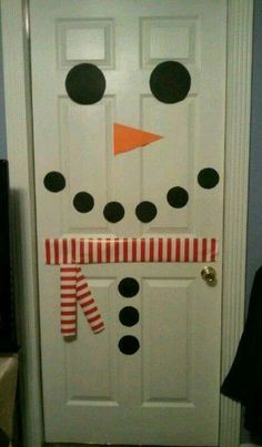 Snowman door - use wrapping paper for scarf Office Christmas, Christmas Porch, Noel Christmas, Outdoor Christmas, Simple Christmas, Christmas Ornaments, Retro Christmas Decorations, Christmas Crafts For Adults, Holiday Crafts