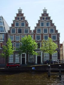Beautiful early 17th century buildings along the river Spaarne in Haarlem, also known als De Olyphant (The Elefant), which was the name of the brewery that was located here. Originally one building, but split into 2 buildings in 1688. Locals call these buildings The Twins.