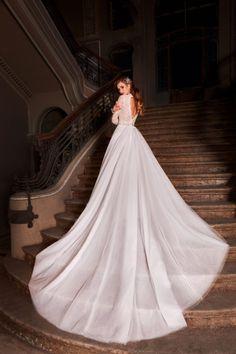 Rochie de mireasa stil a-line, realizata din tulle frantuzesc si dantela deosebita pe corset si maneci. Nostalgia, Wedding Dresses, Fashion, Bride Dresses, Moda, Bridal Gowns, Fashion Styles, Weeding Dresses, Wedding Dressses