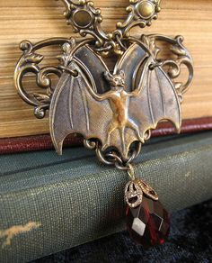 nosferatunecklace6 Gothic Jewelry, Antique Jewelry, Jewelry Accessories, Jewelry Design, Dragons, Art Nouveau Jewelry, Goth Girls, Jewelery, Bling