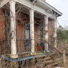 Here's the abandoned house I mentioned in yesterday's post. It must've been a beauty in its day—those white columns against all that gorgeous brick! The creeping vines give it a lost-in-time sort of feeling. Old Abandoned Buildings, Vintage Instagram, Columns, Vines, Brick, Louvre, Photograph, Lost, America