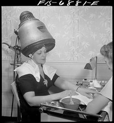 """American Beauty: 1942 September """"New York, New York. Getting a manicure while drying hair at Francois de Paris, a hairdresser on West Eighth Street."""" Medium format nitrate negative by Marjory Collins for the Office of War Information. Sit Under Hair Dryer, Vintage Photographs, Vintage Photos, Vintage Posters, Vintage Hair Salons, New York Beauty, Pulp, Vintage New York, Vintage Black"""