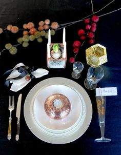 Winter and Christmas table setting. Black, white, copper, brass, crystal. http://anettewillemine.blogspot.no/