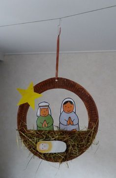 Jozef en Maria met kindje Jezus in de kribbe. Christian Christmas Crafts, Christmas Crafts For Kids To Make, Preschool Christmas, Christmas Nativity, Christmas Activities, Xmas Crafts, Preschool Crafts, Christmas Ornaments, Christmas Mood
