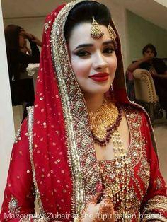 Bridal Makeup Looks, Indian Bridal Makeup, Bridal Looks, Pakistani Bridal Wear, Pakistani Wedding Dresses, Bridal Lehenga, Saris, Wedding Wear, Wedding Bride