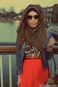the scarf doesn't really look good with it i think, but i like the outfit.
