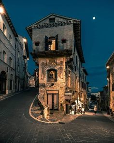 Assisi, Italy (photo by Marco Mingardi) Places Around The World, Oh The Places You'll Go, Places To Travel, Travel Destinations, Umbria Italy, Italy Italy, Italy Art, Destination Voyage, Travel Aesthetic