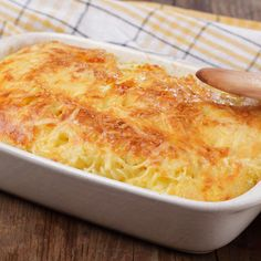 Cheesy Chicken Spaghetti Casserole Recipe with Cheddar Cheese, Bell Peppers, Onion, and Cream of Mushroom Soup Amish Recipes, Great Recipes, Cooking Recipes, Favorite Recipes, Delicious Recipes, Baked Pasta Recipes, Chicken Recipes, Tuna Recipes, Recipies