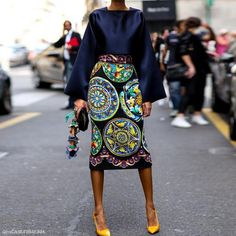 Pin for Later: The Best of Paris Fashion Week Street Style (Updated!) MFW Street Style Day 5 Giovanna Battaglia makes moves in a bold skirt and just-as-bold shades. Fashion Mode, Look Fashion, Womens Fashion, Fashion Trends, Milan Fashion, Trendy Fashion, Italian Style Fashion, Fashion Photo, Fashion Design