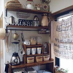 女性で、、家族住まいの見せる収納/麻袋/キッチン収納/竹かご/DIY/ラッセルホブス…などについてのインテリア実例を紹介。「おはようございます((((o´ω`o)ノ♪  キッチンのお掃除と整理をかねて、配置を少し変えてみました♪ 右側のカーテンはコーヒーの麻袋で作りました(*UωU*) 」(この写真は 2014-09-24 08:34:15 に共有されました)