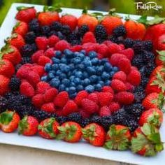 ideas for fruit plate designs parties veggie tray New Fruit, Fruit And Veg, Fruits And Veggies, Summer Fruit, Vegetables, Best Fruits, Healthy Fruits, Fruit Platter Designs, Platter Ideas