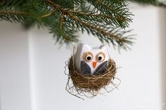 Sweet DIY owl ornament in a nest. The perfect addition to your this Scandinavian Christmas Ornaments, Felt Christmas Ornaments, Handmade Christmas, Christmas Crafts, Christmas Décor, Christmas Things, Christmas Ideas, Unicorn Ornaments, Owl Ornament