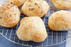 Dough Recipe, Hamburger, Food And Drink, Bread, Dessert, Recipes, Buns, Favorite Things, Drinks