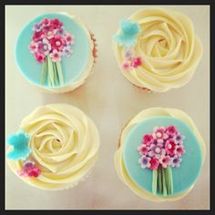 #MothersDay cupcakes - whip up the perfect #cupcake mixture with the Morphy Richards Folding Stand Mixer #delicious