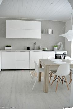 The kitchen is camping in the hallway - My Romodel Kitchen Furniture, Kitchen Dining, Kitchen Decor, Kitchen Sinks, Scandinavian Kitchen, Bedroom Vintage, Minimalist Kitchen, Home Interior, Modern Interior