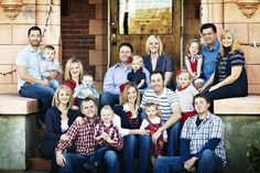 Family Portrait Using Stairs Large Family Photos Family Ftvogue Christmas De… Large Family Portraits, Extended Family Photography, Large Family Poses, Family Photo Sessions, Family Posing, Posing Families, Large Families, Royal Family Christmas, Family Christmas Pictures