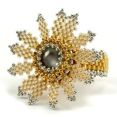 Free Dahlia Ring Pattern. Video by Laura McCabe via Beaducation ~ Seed Bead Tutorials