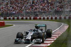 Großer Preis von Kanada 2014 Nico Rosberg beendete den Großen Preis von Kanada auf dem zweiten Platz. Sein Teamkollege Lewis Hamilton schied in einem ereignisreichen Rennen aus.