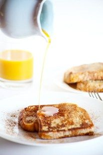 This Healthy Vegan Cinnamon French Toast is the perfect healthy weekend breakfast! It's soft, flavorful and really easy!