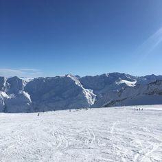 Yes we want more days like this on the perfect slopes of @soelden.official  . . . . . #gruenwaldresort #soelden #sölden #oetztal #ötztal #skiing #skifahren #skiinskiout #direktanderskipiste #chalet #vacation #outdoors #outdoorsport #holiday #urlaub #alpen #alps #snowboarding #snow #travel #loveit #loveskiing #nature #travelling #hotel #winter #wintertime #beautiful #travelgram #instatravel
