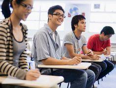 Du học còn là con đường giúp các bạn học sinh, sinh viên sử dụng ngoại ngữ thành thạo, học cách sống tự lập, tự tin hơn trong cuộc sống và hơn hết là có cơ hội việc làm tốt nhất cho tương lai. Cũng chính vì những lý do đó mà ngày càng có nhiều bạn trẻ Việt có hoài bão săn học bổng du học và mong muốn tìm kiếm những chương trình đào tạo bậc nhất.