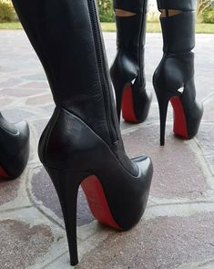 Girls in thigh high boots Super High Heels, Platform High Heels, Black High Heels, Thigh High Boots, High Heel Boots, Heeled Boots, Stilettos, Stiletto Heels, Red Sole Heels