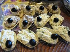 Appetizer on chips: 7 variants of the original filling Mini Aperitivos, Waffles, Pancakes, Mini Appetizers, Party Sandwiches, Russian Recipes, Relleno, Food Art, Tea Party