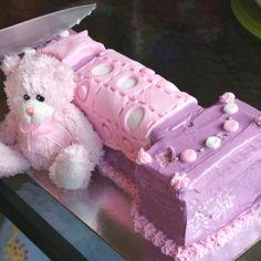 First birthday cake - teddy bear's bed