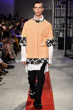 See the complete MSGM Spring 2017 Menswear collection.