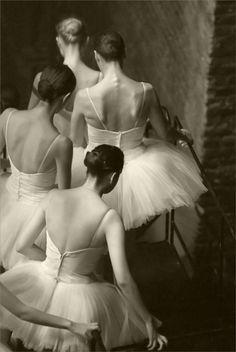 ballet - tutu - white n black - classic Ballet Art, Ballet Dancers, Ballerinas, Paris Opera Ballet, Vintage Ballet, Dancing In The Moonlight, Ballet Photography, People Photography, Tiny Dancer