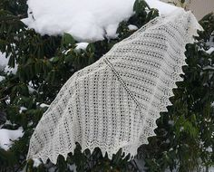 Here is another free pattern, Lion's Lace Shawl. It can be knitted in any size you like, there is a 12-row-repeat. If you want to know why it is called Lion's Lace, you will find the answer here. I...