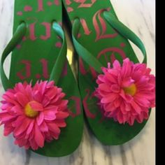 Juicy Couture Green and Pink Platform Sandals 9 These are Juicy Couture platform sandals, green and pink with a big gerber daisy. I didn't see a size on them but I'm a size 9 and they fit me perfectly! Slightly worn on toe platform and heel as shown but otherwise in great condition! Juicy Couture Shoes Sandals