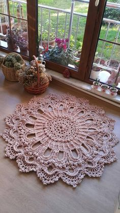 Knitting For BeginnersKnitting For KidsCrochet PatronesCrochet Scarf Crochet Doily Rug, Crochet Rug Patterns, Crochet Carpet, Crochet Pillow, Macrame Patterns, Crochet Gifts, Crochet Flowers, Crochet Stitches, Crochet Top