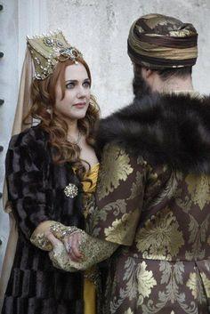 Sultan Süleyman (Halit Ergenç) & Hürrem Sultan (Meryem Uzerli) ¤ The… Turkish Fashion, Turkish Beauty, Theatre Costumes, Movie Costumes, Sultan Suleyman, Kosem Sultan, Sultan Murad, Meryem Uzerli, Fairytale Fashion