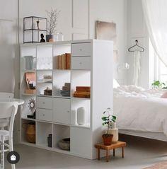 Etagere Kallax Ikea, Ikea Kallax Shelving, Ikea Kallax Unit, Studio Apartment Decorating, Apartment Design, Ikea Divider, Room Dividers, Room Divider Shelves, Divider Ideas