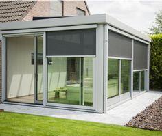 Deze moderne aluminium leefveranda geeft de bewoners de gelegenheid om te genieten van het mooie zicht op de tuin. Een topproject van Veranda's Janssens!