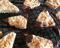 Die leckersten Low Carb Nussecken - einfach und mit wenigen Zutaten! Ihr liebt Nussecken, wollt aber keinen Zucker? Hier das leckerste Rezept für euch!