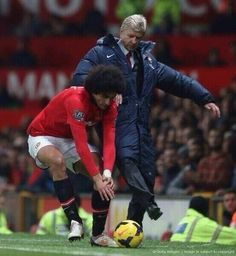 Wenger Tackles Fellaini vs Manchester United 2013-2014.